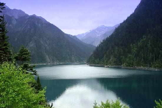 九寨沟夏季美景图