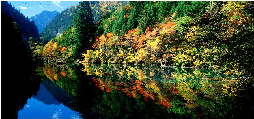 九寨沟秋季美景图